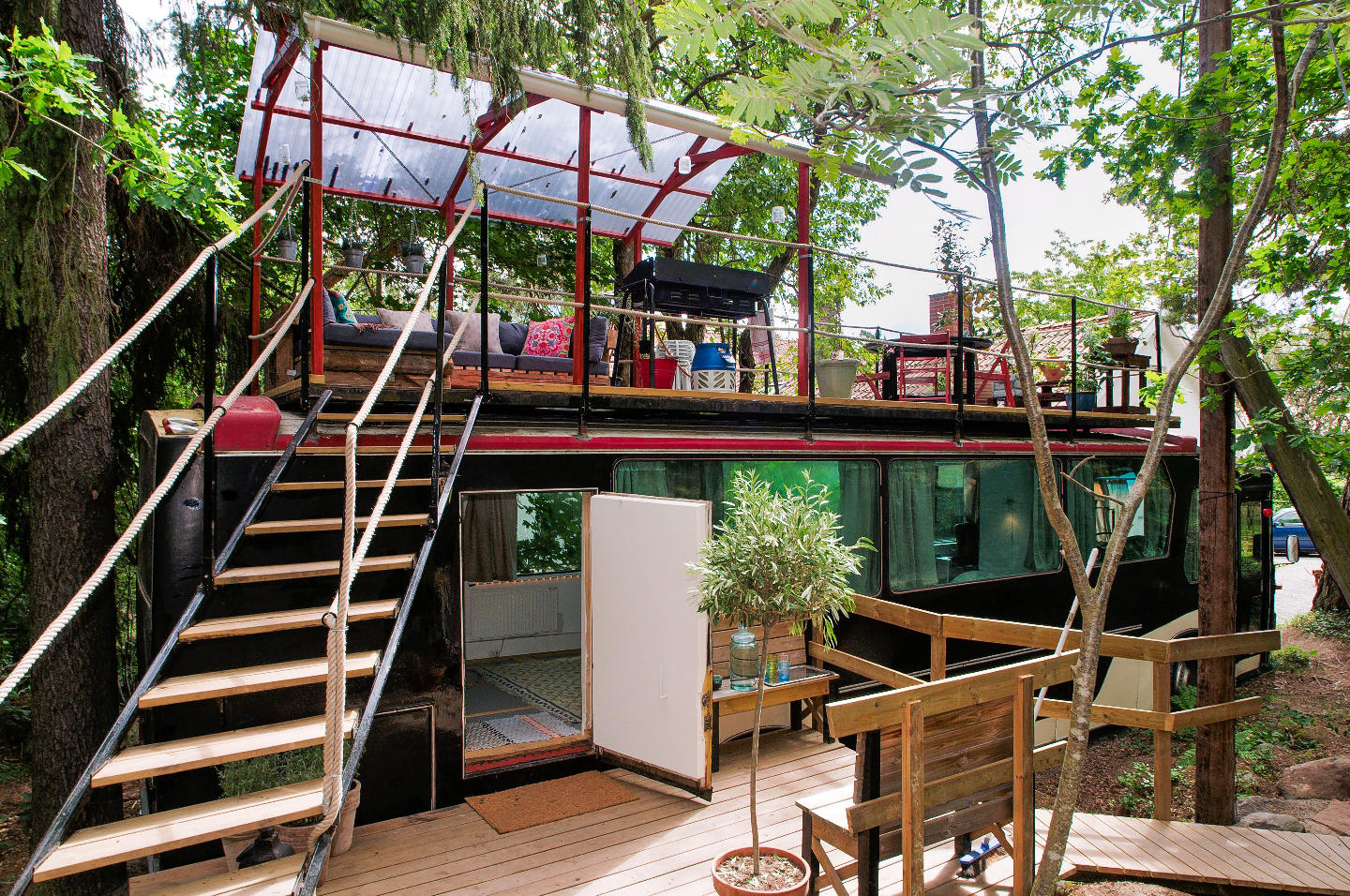 10 really awesome airbnb places to rent in trendy for Tops garden buildings